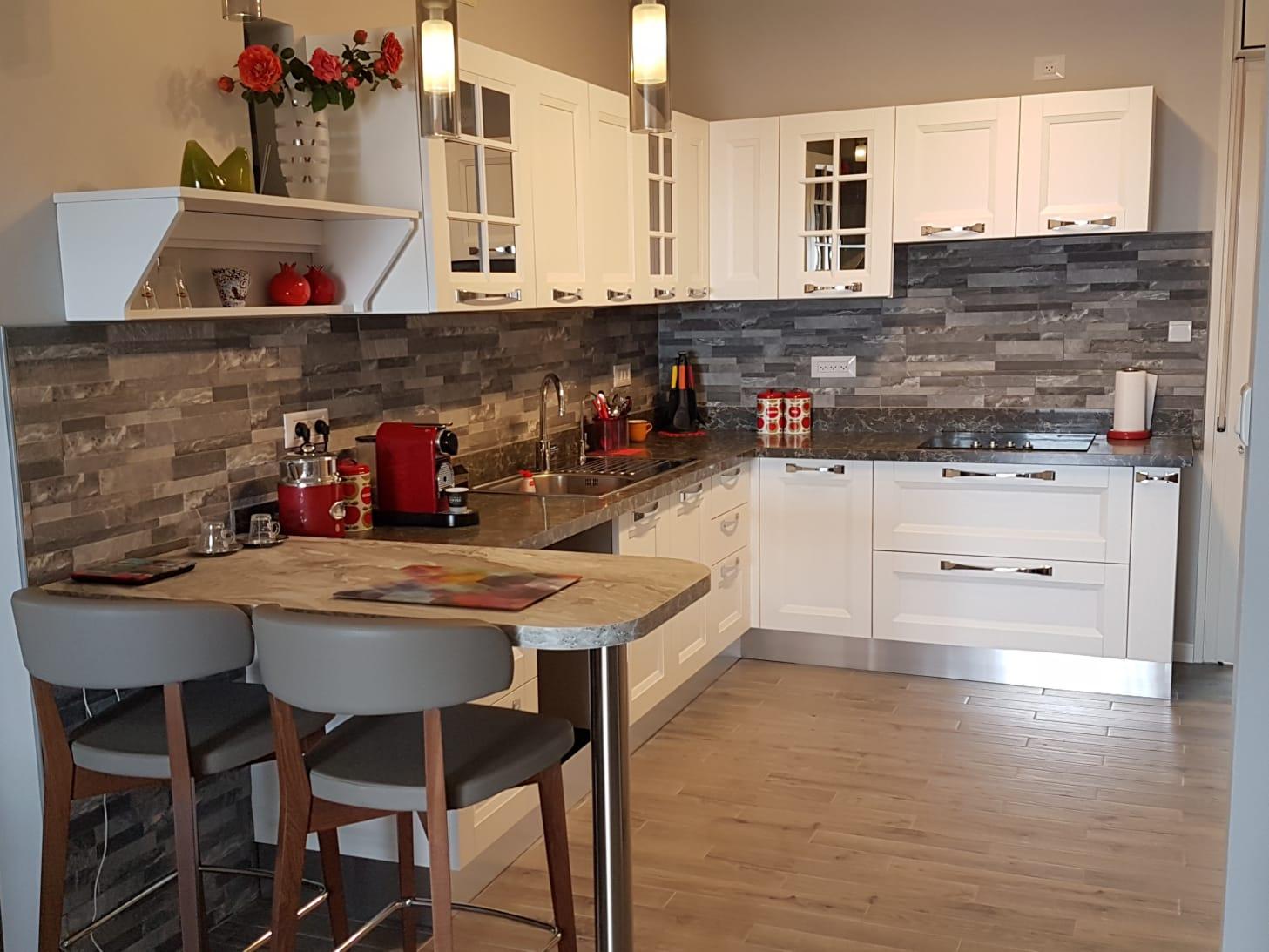 кухни מעלה אדומים